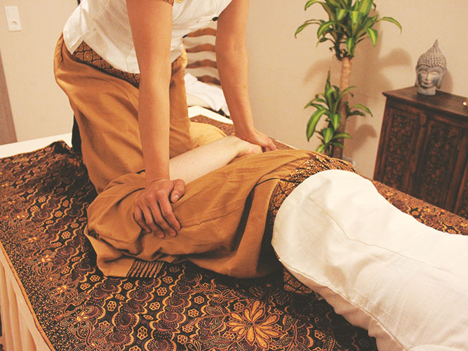 Traditionelle Thai Massage - SURAPY Wellness & Café Lounge in Schweich